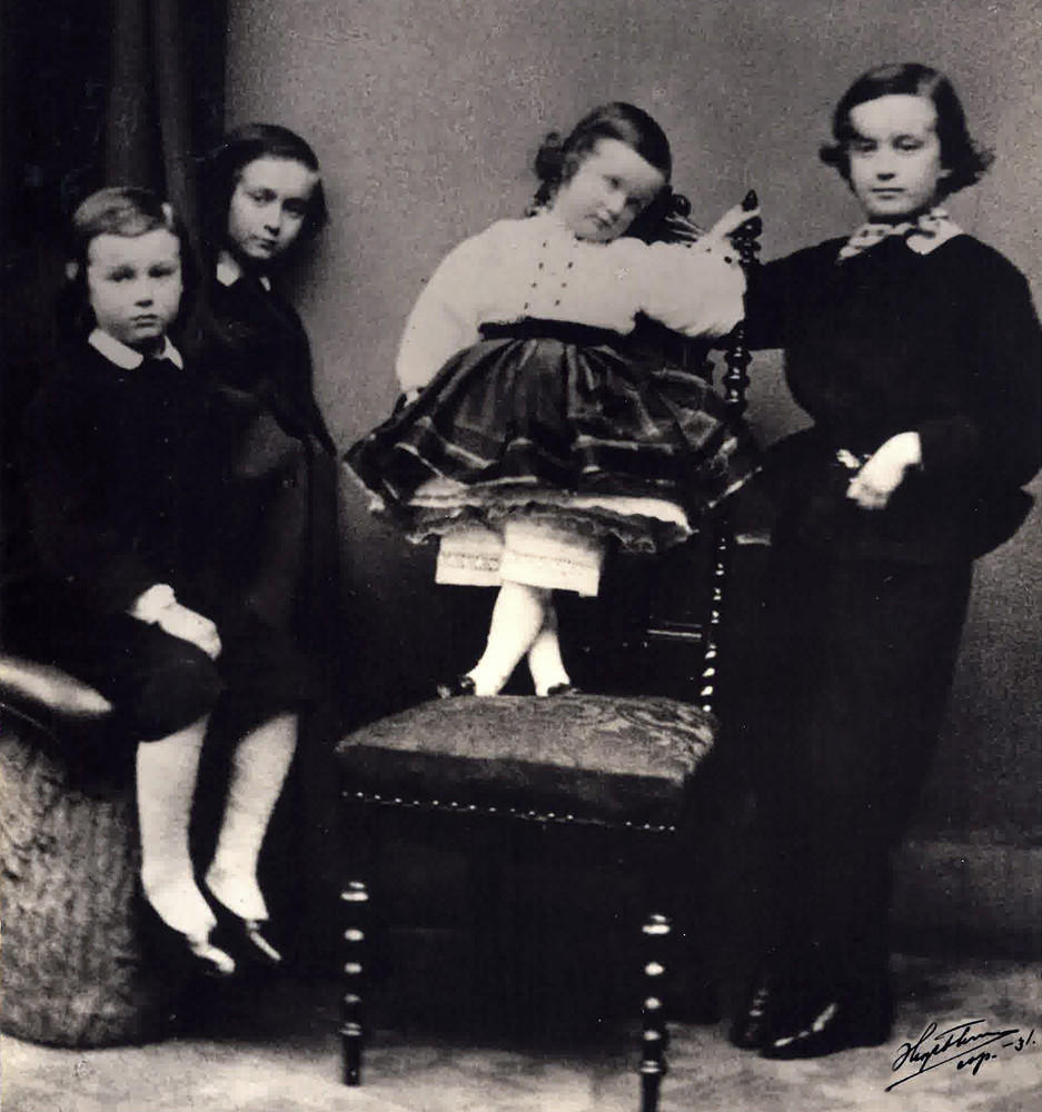 The children of Ingeborg and Jules von Schwerin. From left to right: Bogislaus, Hans Hugold, Elysabeth, and Werner Gottlob. The youngest daughter Richardis was born first in 1867. The photo is taken circa 1860.