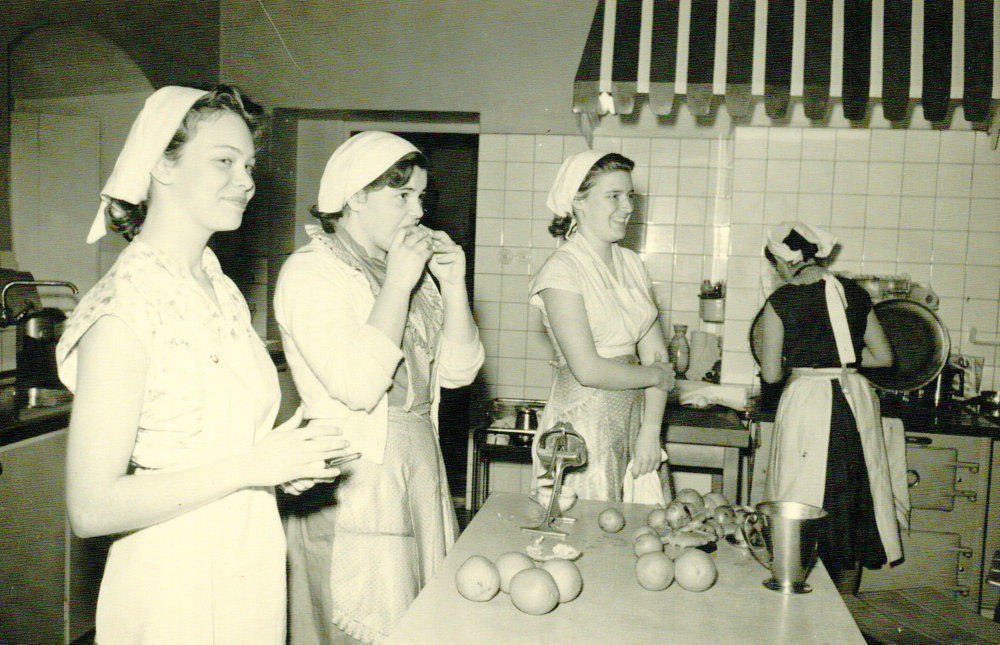 Many girls sought themselves to Skarhult's School of Domestic Science to learn how to become ideal housewives.