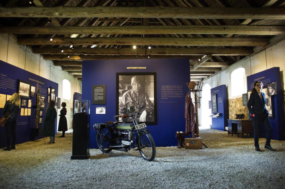 Interiör från utställningen Ester Blenda på Skarhults slott.