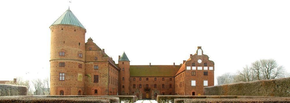 Skarhult Castle seen from the north in February 2013. The east wing is to the left of the picture, the south wing in the middle, and the west wing to the right.